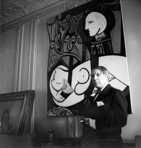 picasso_bw_photo_infront_of_his_painting